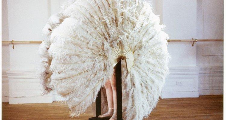 Rebecca Horn The feathered prison fan (Die sanfte Gefangene) 1978 Extrait du film Le Danseur (Der Eintänzer) Daros Collection, Zürich © ADAGP Paris 2018