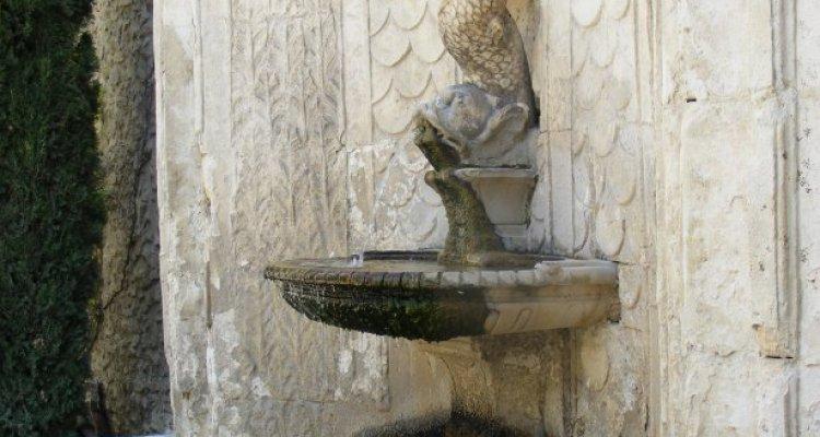 Campredon centre d'art, la fontaine dans le jardin