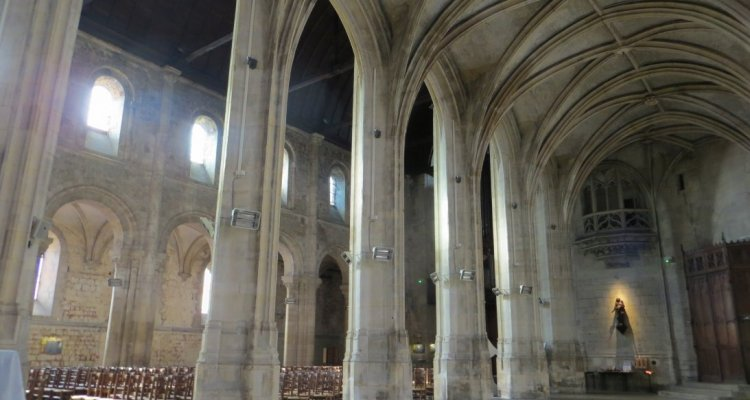 Nef gothique de l'église abbatiale de Montivilliers