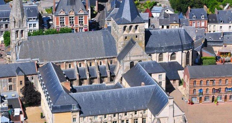 Vue aérienne de l'abbaye de Montivilliers