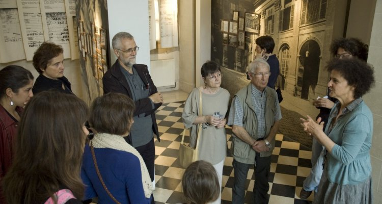 Départ d'une visite dans le vestibule de l'hôtel de Saint-Aignan