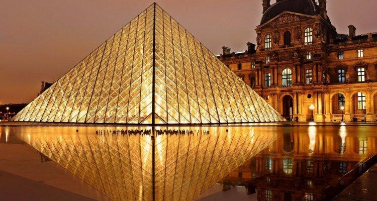 Musée du Louvre nuit