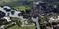Vue aérienne sur Marnay et son plan d'eau