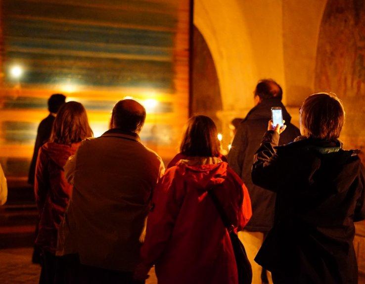 Visite de la crypte de la cathédrale de Chartres à la lueur de la bougie