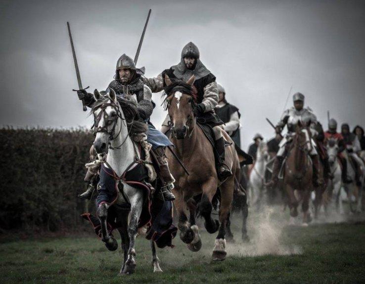 Journées Médiévales Abbaye de Mortemer Charge cavalerie