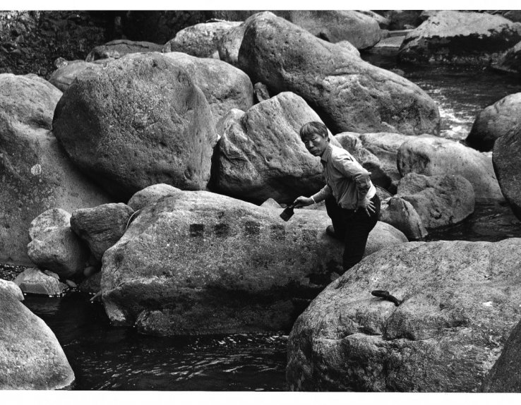 Peinture à l'eau sur les pierres, 1998, Vallée Hakone © Atelier Lee Ufan et tous droits réservés