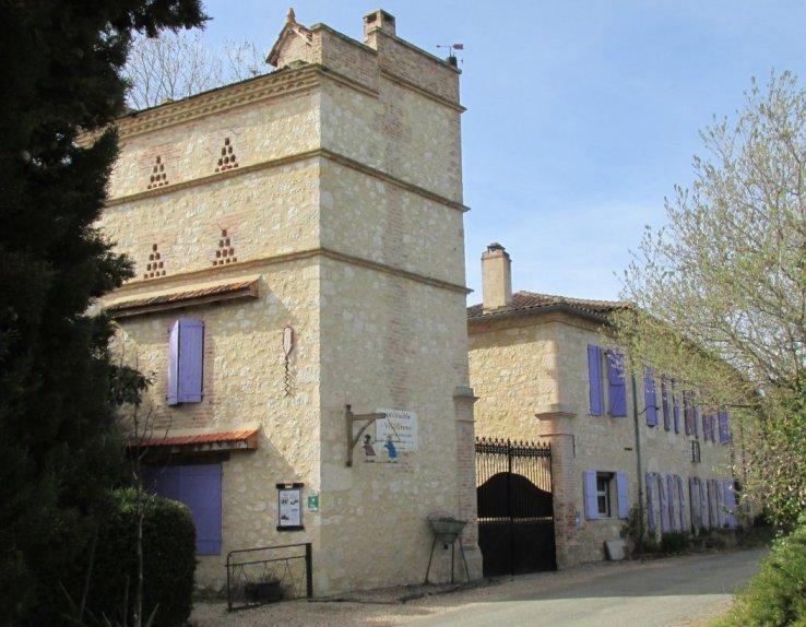 """Le musée """"inVINcible VIGNEron"""" côté rue... 1400m² d'exposition!"""