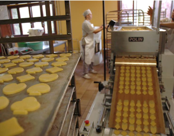 Apiflor - intérieur de la fabrication de biscuits, produit naturel, en Sumène Artense dans le Cantal