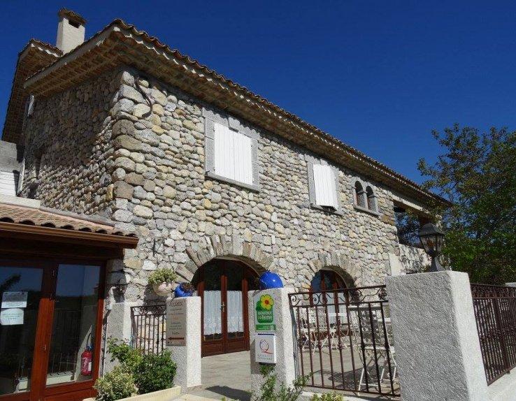 Vue bâtisse Domaine d'Aragon