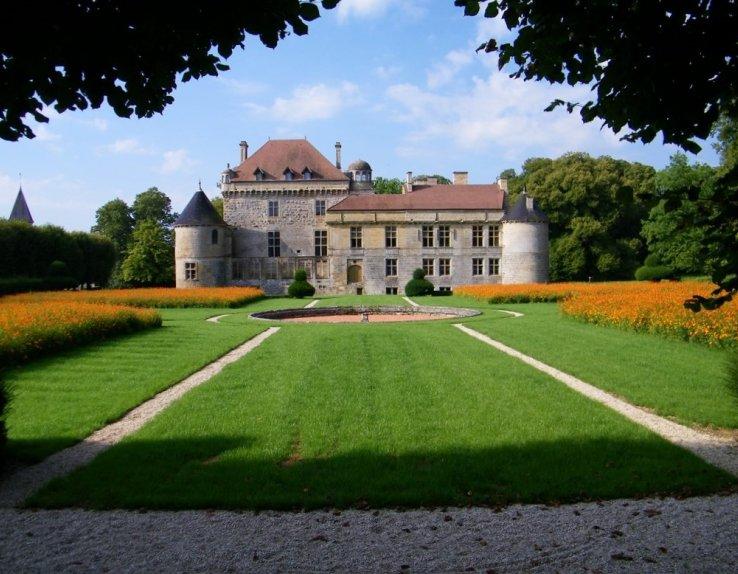 Le Château du Pailly vu du jardin